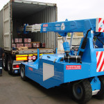 Mobile crane to unload containers and trucks. Payload from 2,5 to 11 Ton